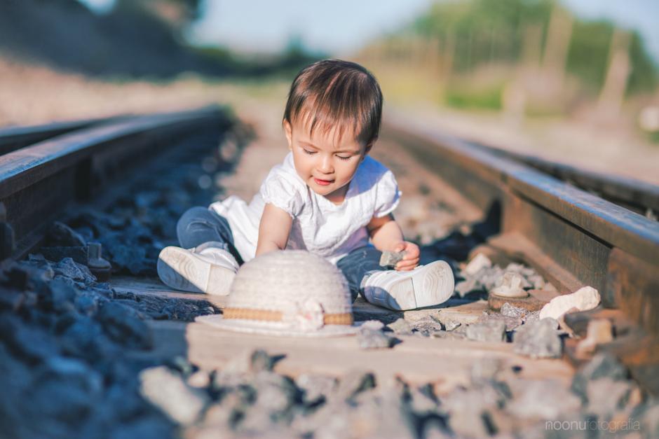 Noonu-fotografo-de-familia-chanel-tren 10